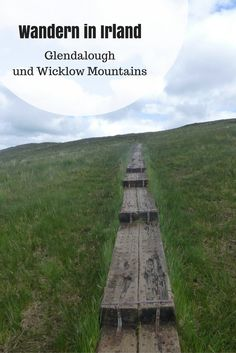 Wandern in Irland: Die schönsten Wanderstrecken- und Routen. Rund um die alte Klosteranlage Glendalough, in den Wicklow Mountains, finden sich viele tolle Wanderwege.