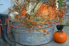 Fall Front Door or Front Porch Ideas - If you are looking for a change from Halloween decorations, here is a roundup of beautiful exterior fall decor. Decoration Christmas, Thanksgiving Decorations, Seasonal Decor, Halloween Decorations, Holiday Decor, Spooky Decor, Fall Porch Decorations, Fall Yard Decor, Wedding Decorations