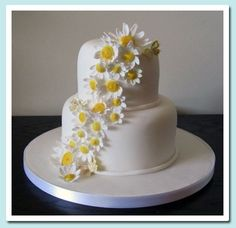 Lavendar Wedding Cake- For a change, incorporate your wedding colours in the form fresh flowers (like this bride did with lavender) on top of a simple wedding cake. Daisy Wedding Cakes, Butterfly Wedding Cake, 2 Tier Wedding Cakes, Daisy Cakes, Birthday Cake With Flowers, Fondant Wedding Cakes, Cupcake Birthday Cake, Wedding Cake Decorations, Wedding Cake Designs