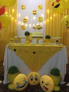 Emoji Decorations, Simple Birthday Decorations, 10th Birthday Parties, Elmo Birthday, Emoji Theme Party, Party Themes, Creative Birthday Cards, Happy Children's Day, Birthdays