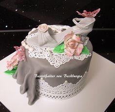 torte korsage cake corsage korsagentorte corsett lila. Black Bedroom Furniture Sets. Home Design Ideas