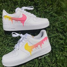 Pastel Yellow 💛+ Pink 💗Drip on Nike Air Forces! Custom Painted Shoes, Custom Shoes, Custom Af1, Zapatillas Nike Air Force, Souliers Nike, Nike Shoes Air Force, Aesthetic Shoes, Cute Sneakers, Sneakers Women