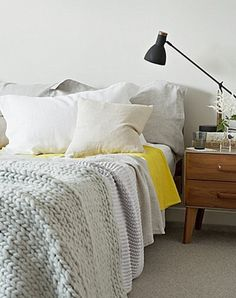 "chunky blanket/touch of yellow/  /50 Cozy And Comfy Scandinavian Bedroom Designs / blog""DigsDigs"""