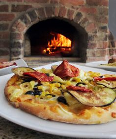 Nuestro Horno de leña en el restaurante Piazza Roma......Our Wood oven in restaurant Piazza Roma