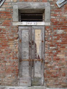 doors of Venice - porte antiche - old doors - photography - photo by Annalisa Andrigo - venezia