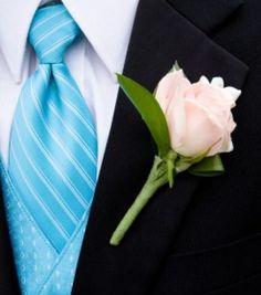Novio con corbata en tono turquesa. www.egovolo.com