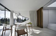 Mirror Houses : Sala da pranzo minimalista di Peter Pichler Architecture