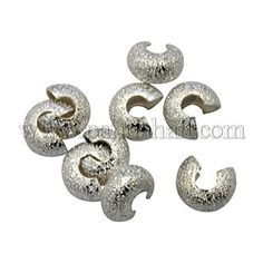This article is to display you how to make a chunky pearl necklace with silvery rhinestone and chain in ombre pattern.