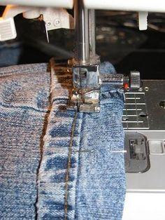 Como acortar pantalones jeans sin cortar el dobladillo original....Tiny Tidbits: How to Hem Jeans like a Professional