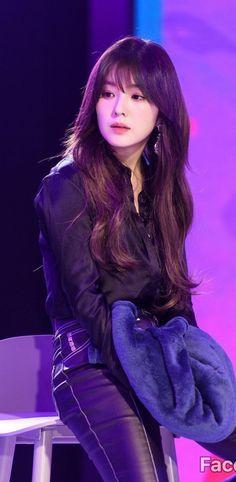 Red Velvet アイリン, Red Velvet Irene, Kpop Girl Groups, Korean Girl Groups, Kpop Girls, Seulgi, Red Valvet, Velvet Fashion, Blackpink Fashion