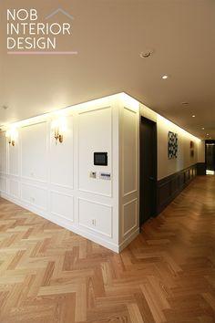 안녕하세요. 이웃님들~ 집 꾸미기 전문 업체 노브인테리어입니다. 오늘 소개해 드릴 집 꾸미기 인테리어는~... Apartment Interior, Interior Walls, Apartment Design, Living Room Interior, Luxury Interior, Interior Decorating, Interior Design, Space Architecture, White Paneling