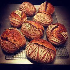 Sourdough Bread Starter, Sourdough Recipes, Raw Dessert Recipes, Drink Recipes, Festive Bread, Raw Food Detox, Artisan Bread Recipes, Bread Shop, Bread Shaping