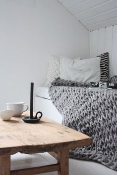 Need to find super bulky yarn and crochet blanket like that!