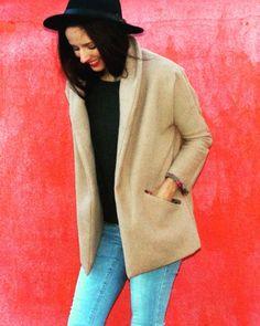 Aime comme Montmartre @aimecommemarie à retrouver sur blog www.dessinemoiunpatron.com j'adore mon nouveau manteau doudou un joli patron que je vais vite décliner !!!! Bonne journée #dessinemoiunpatron #coutureaddict #couture #blogcouture #manteau #aimecommemarie #aimecommemontmartre