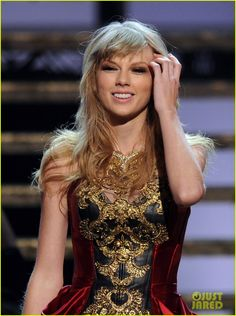 Taylor Swift: 'I Knew You Were Trouble' at AMAs - Watch Now! :) Iloveyouu