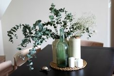 Coffee Table Vignettes, Dining Room Centerpiece, Dinner Room, Kitchen Decor Themes, Boutique Homes, Table Flowers, Round Dining Table, Interior Design Tips, Furniture Decor