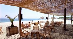 Arenys del mar playa: Let's go to this chiringuito  and have a fresh drink?