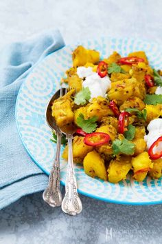Bombay aloo, also known as Bombay potatoes, is one of UK's favourite Indian side dishes. Parboiled potatoes are cooked with onions and a dry spice mix. Aloo Recipes, Curry Recipes, Potato Recipes, Veggie Recipes, Indian Food Recipes, Vegetarian Recipes, Ethnic Recipes, Gourmet Recipes, Bombay Curry Recipe