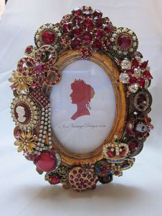 Lovely Vintage Jewelry Frame Rhinestones - Cameo - ✦ from my board… Costume Jewelry Crafts, Vintage Jewelry Crafts, Recycled Jewelry, Antique Jewelry, Silver Jewellery, Jewelry Frames, Jewelry Tree, Jewelry Ideas, Jewelry Christmas Tree