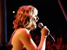 Jennifer Nettles she has so much passion.
