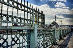 充滿伊斯蘭藝術感的加拉塔橋Galata köprüsü上的圍欄。 ©Ahmet Turgut Tanrıverdi
