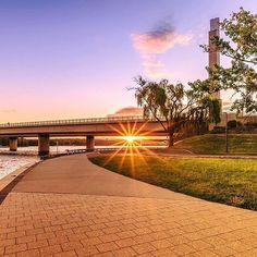 We love photos that show Canberra in a new light or from a different angle, like this dazzling image by Instagrammer @jarodphotograph of Commonwealth Avenue Bridge. Remember to tag your photos with #visitcanberra for the chance to have them featured. #seeaustralia