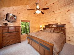 Gatlinburg, TN: This Gatlinburg vacation rental is located in the Elk Springs Resort, just past the Arts & Crafts Community in Gatlinburg. Four Seasons is a beautiful...