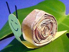 Money gift Snail. Instructions on site. ( Site not in English - translation available). http://www.basteln-gestalten.de/geld-schnecke