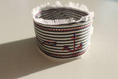 Armband minimalistisch / schmale Textile Manschette / von 13Hippies, €19.00