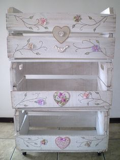 This is so pretty! I'm going to have to find some wooden crates like these and make my own shabby chic masterpiece! Shabby Chic Crafts, Shabby Chic Style, Shabby Chic Decor, Wooden Crates, Wooden Boxes, Pallet Furniture, Painted Furniture, Furniture Ideas, Decoration Shabby