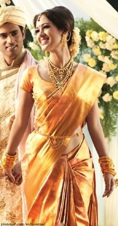 Vaddanam, the affection between the waistband and a silk saree…. Silk sarees rich in luster, they make women look effortlessly gorgeous since generations. There is an unseen bond between south Indian women and silk sarees. Indian Bridal Makeup, Indian Bridal Wear, Indian Wedding Outfits, Indian Wear, Indian Outfits, Ethnic Fashion, Indian Fashion, Indische Sarees, Hindu Bride