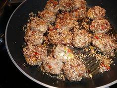 Hackbällchen mit Sesam und Sonnenblumenkernen
