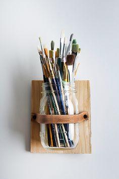 DIY Leather Mason Jar Holder > cool art studio organization for paintbrushes holder Pot Mason Diy, Mason Jar Crafts, Mason Jars, Mason Jar Storage, Glass Jars, Mason Jar Holder, Glass Holders, Art Studio Organization, Organization Ideas