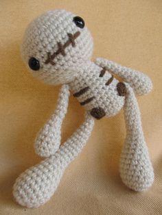 Skelly Skeleton Crochet Amigurumi Pattern by CraftyDebDesigns Loom Knitting Projects, Crochet Projects, Crochet Skull, Knit Crochet, Crochet Patterns Amigurumi, Knitting Patterns, Halloween Crochet, Voodoo Dolls, Crochet Animals