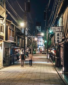 Kyoto by night #inspirationcultmag . . . . . . #mkexplore #createexpkoretakeover #vsco #streetactivity #urbanandstreet #