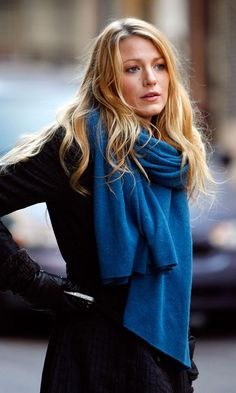 Blake Lively Adds Interest To Her Black Coat With A Striking Blue Scarf On The Gossip Girl Set In New York, 2011