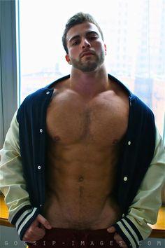 Lusty muscle guy