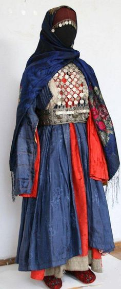 Story: Fancy/Ceremonial Khmyn clothing (Real: Costume from Dagestan || Табасаранка (Tabasaran woman))