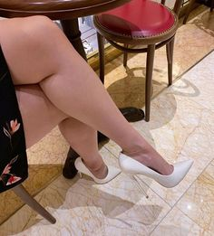 From the last Vegas trip at Urth Caffe, love to wear these heels and relax and sip coffee Pantyhose Heels, Stockings Heels, Sexy Legs And Heels, Hot High Heels, Gorgeous Feet, Beautiful Legs, Stiletto Shoes, Shoes Heels, Stilettos