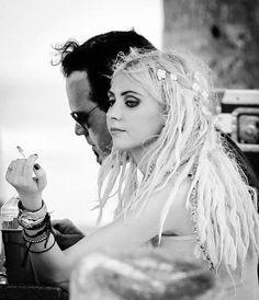 Taylor Michel Momsen, Taylor Swift, Taylor Monsen, Rocker Chic Style, Lzzy Hale, Respect People, Women Of Rock, Black White Art, Women Smoking