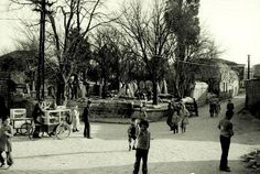 Eyüp Nişanca Meydanı 1960'lar.Karşıda mezarlık ve yapı adası Murat Buhari Tekkesi.Sağda Nişancı Mustafa Paşa Camii