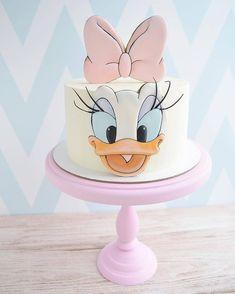 Stunning Cute Cartoon Birthday Cake Ideas - Page 2 of 5 - Vida Joven Daisy Duck Cake, Daisy Duck Party, Daisy Cakes, Cartoon Birthday Cake, Baby Girl Birthday Cake, Happy Birthday, Bolo Da Minnie Mouse, Character Cakes, Cute Cakes