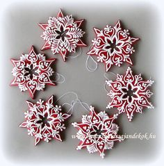What a great idea for a WREATH ! Maybe out of felt and puff paint ? Christmas Cooking, Christmas Desserts, Christmas Treats, All Things Christmas, Fancy Cookies, Iced Cookies, Cupcake Cookies, Cookie Frosting, Royal Icing Cookies