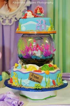 Fishbowl in the cake! Love the idea; not so wild about the execution. Little Mermaid Cakes, Little Mermaid Birthday, Little Mermaid Parties, The Little Mermaid, Ocean Cakes, Beach Cakes, Unique Cakes, Creative Cakes, Beautiful Cakes