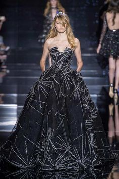 Shimmering couture Zuhair Murad princesses in detailed gowns and the occasional detailed jumpsuit. See the Zuhair Murad Haute Couture F/W 2015 show below: Ohh Couture, Style Haute Couture, Couture Mode, Couture Fashion, Runway Fashion, Paris Fashion, Look Fashion, Fashion Show, Fashion Design