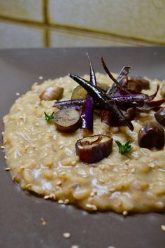 risotto melanzane e scamorza affumicata rice aubergine and smoked scamorza cheese with thyme Wine Recipes, Snack Recipes, Cooking Recipes, Risotto Cremeux, Sprouts With Bacon, Love Eat, Slow Food, Couscous, Paella