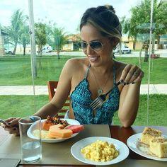 O melhor das férias??? Tomar café da manhã mais tarde e ficar na mesa por horas... Quem mais ama??? O que não pode faltar no seu café da manhã??? Deixa um comentário aí  #enquete #pesquisa #cafédamanhã #breakfast