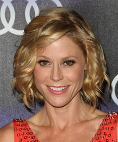 Julie Bowen Medium Wavy Hairstyle. Click to try on this hairstyle and view hair info and styling steps!