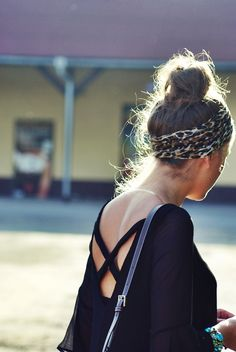 messy bun with cute cheetah headband Fashion Mode, Love Fashion, Fashion Beauty, Style Fashion, Bohemian Fashion, Bohemian Style, Moda Outfits, Cute Outfits, Looks Street Style