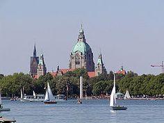 Maschsee und Rathaus Hannover